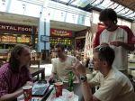 Oběd vOlympii a sledování aktuálních dat - autor: Michal Geryk