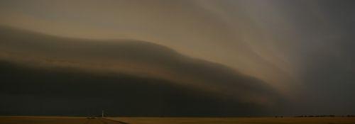 shelf cloud - pohled na sz. - autor: Tomáš Novotný