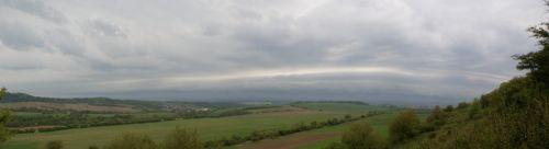 Vynořující se shelf cloud - autor: Tomáš Novotný
