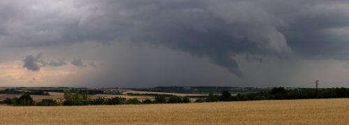 Panorama jádra bouřky sútvarem podobným trombě - autor: Jan Drahokoupil